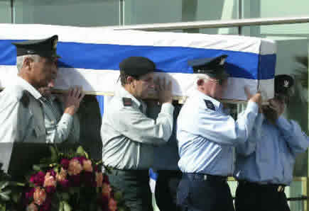 The guard of honour of Israeli air force are lifting the bier of the former president Weizman for go to the cemetery
