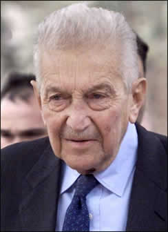 The former Israeli president Ezer Weizman died at the age of 80 (Suite images)